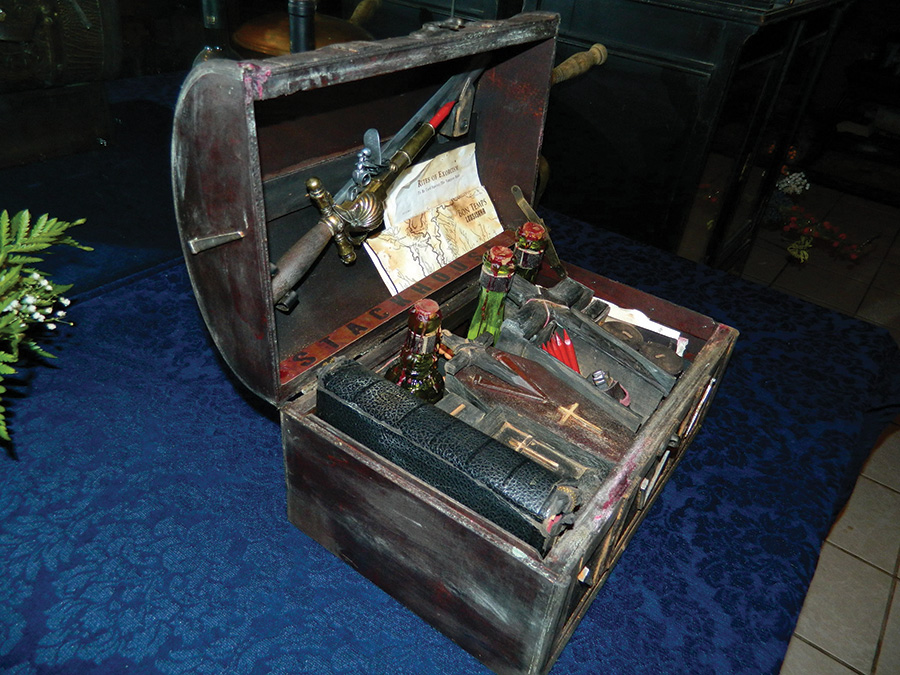 """True Blood Vampire Killing Kit """"Stackhouse"""", authentic antique style hunting kit by CRYSTOBAL, angle 1"""