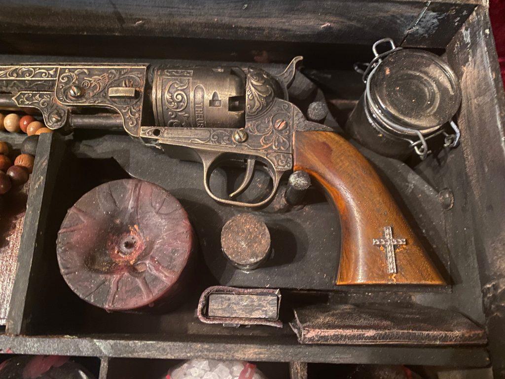 Vampire Killing Kit Pistol with Silver Shot and Gunpowder